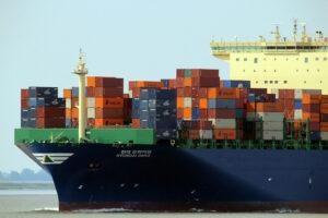 Kontenerowiec wykorzystywany do spedycji morskiej