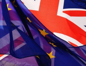 flagi UE i Wielkiej Brytanii. Brexit